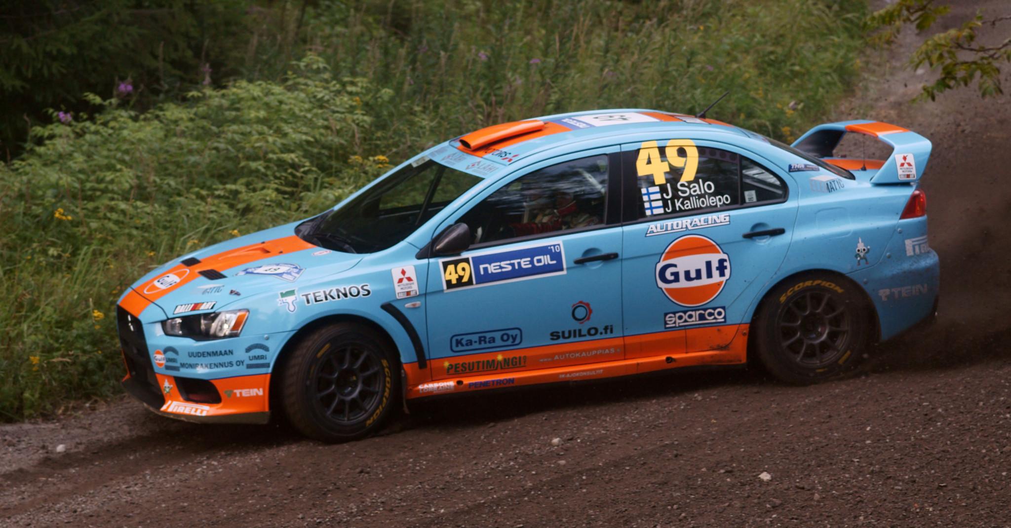 Salo alla guida della Mitsubishi Lancer Evolution X al 2010 Rally Finland